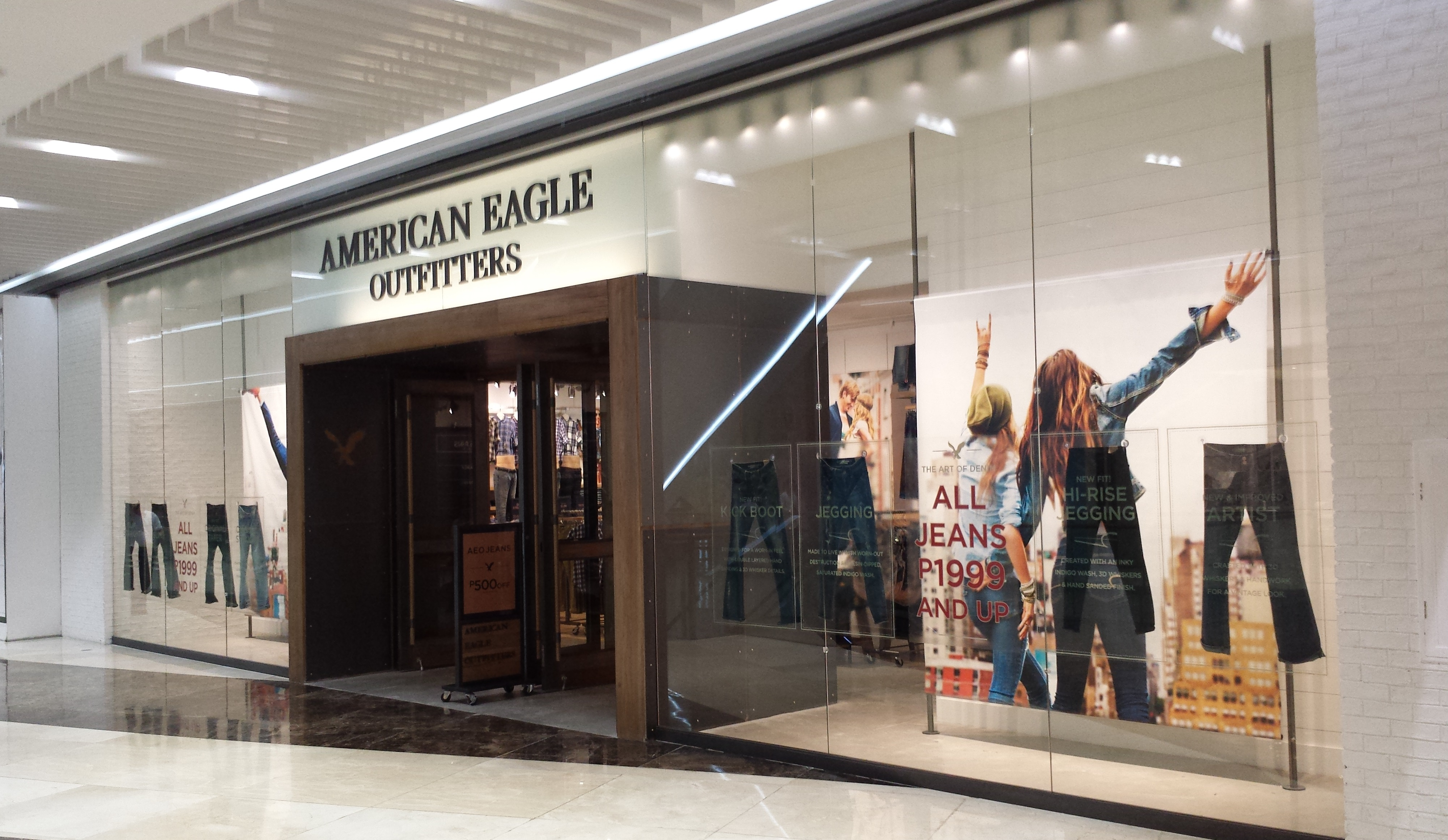 American_Eagle_Outfitters_in_SM_Aura,_Bonifacio_Global_City
