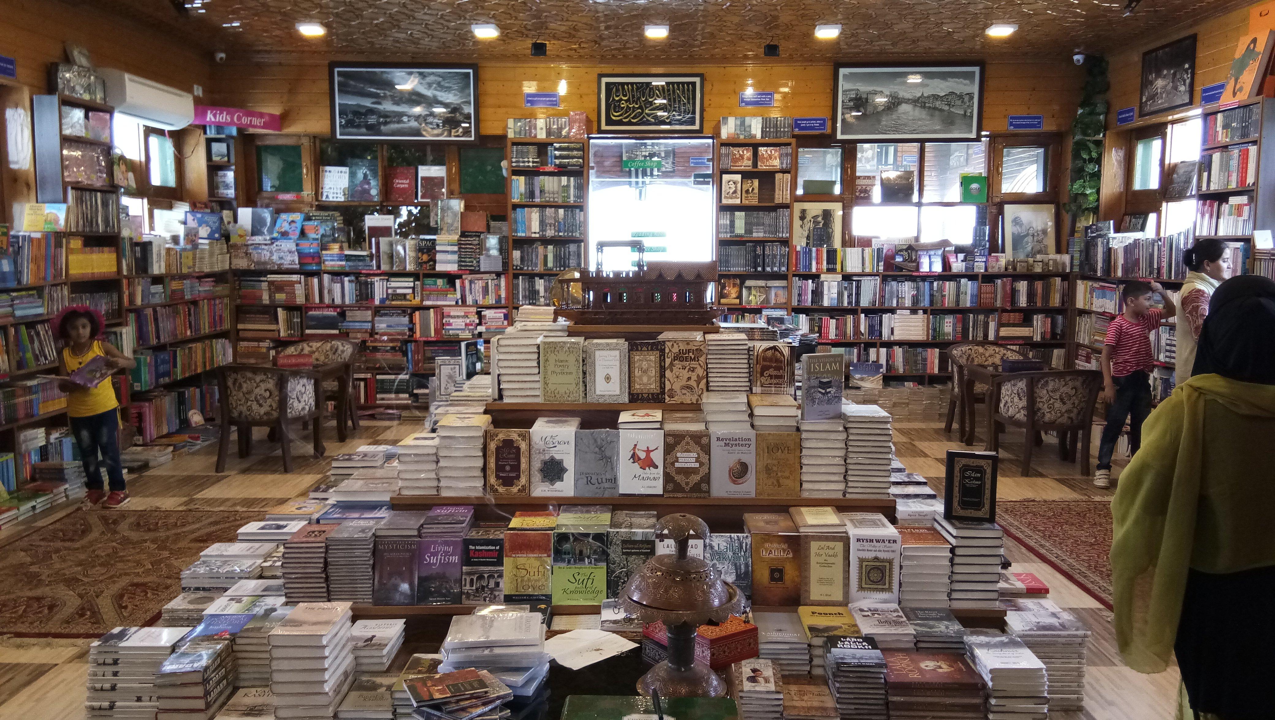 Guslahan_Book_store