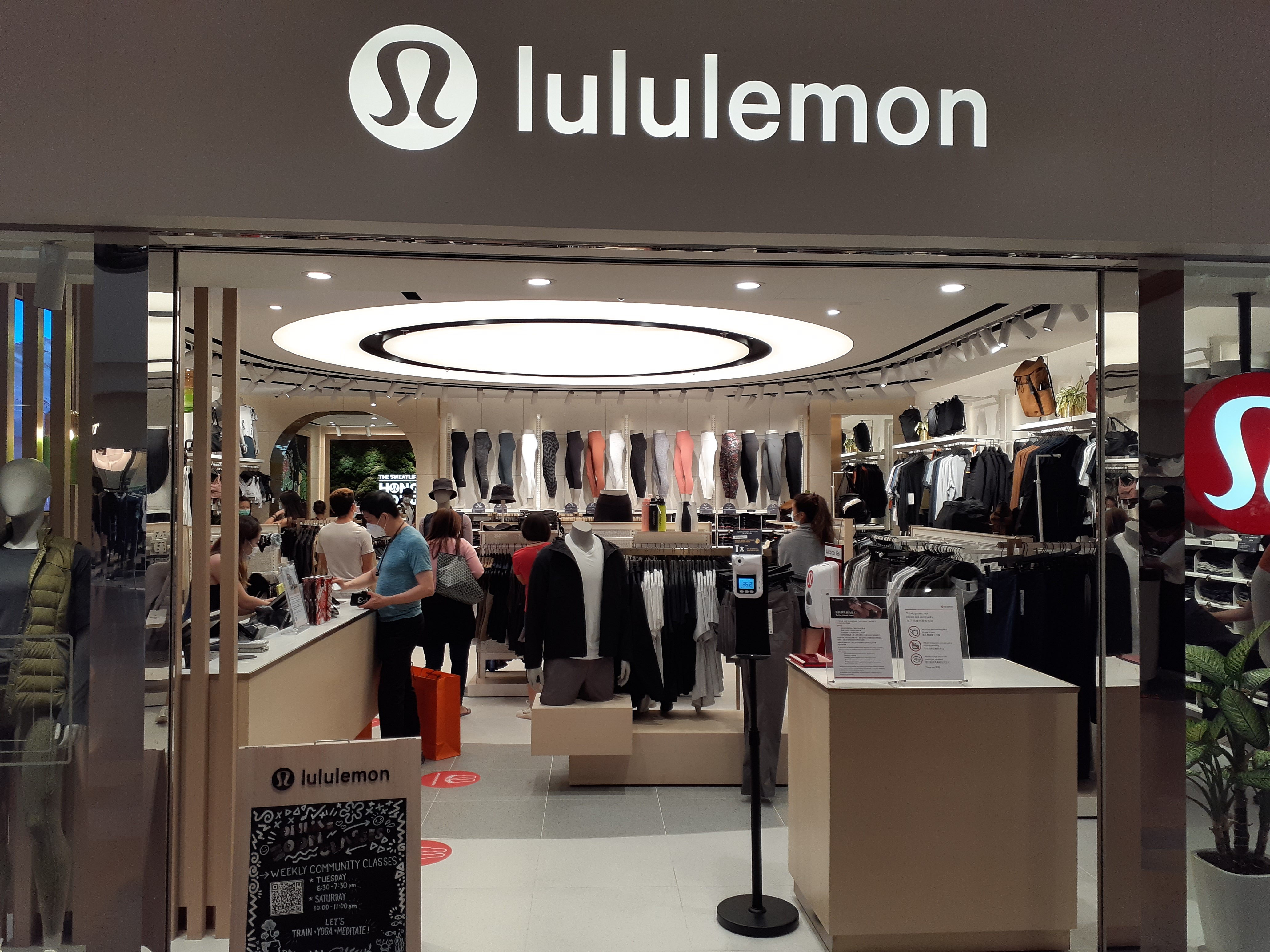 HK_Admiralty_金鐘道_Queensway_太古廣場_Pacific_Place_mall_shop_Lululemon_clothing_October_2020_SS2