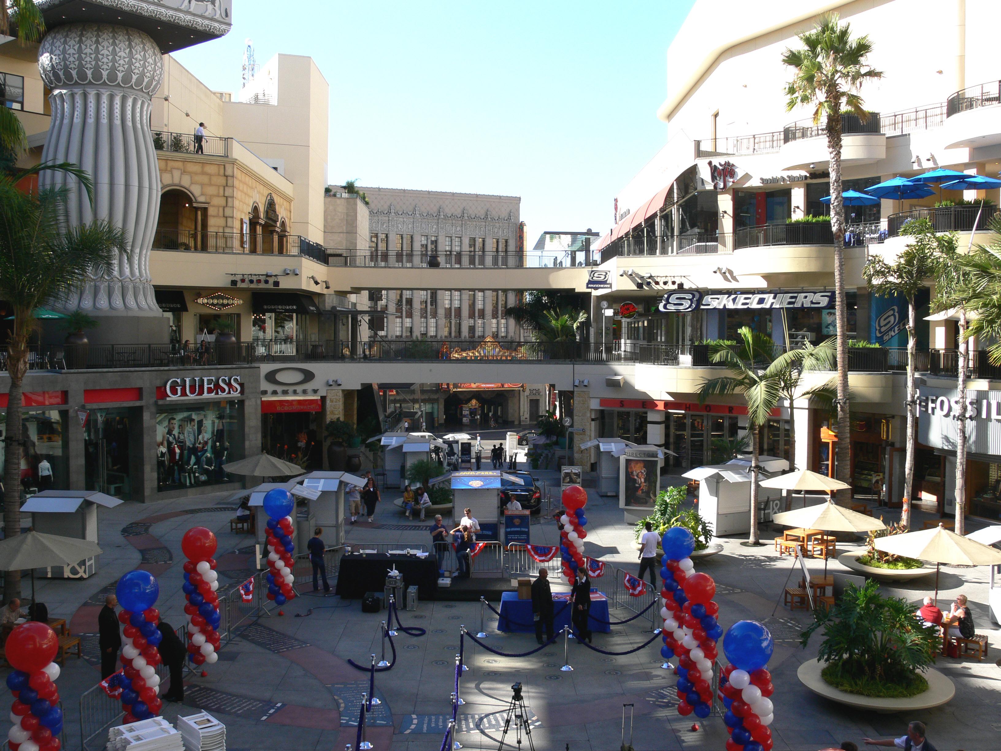 Hollywood_Kodak_Theatre_mall_2